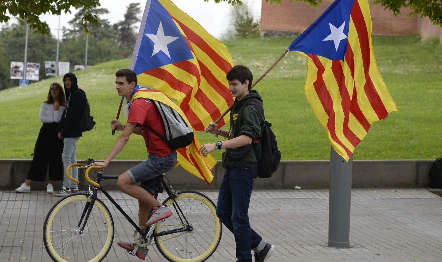 Des Catalans ont chanté des chansons et entonné des hymnes indépendantistes.
