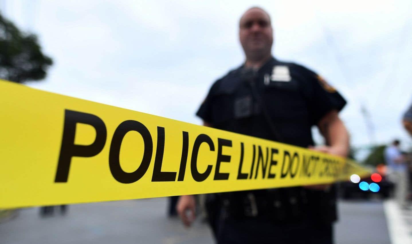 La police n'a pas donné d'autres précisions sur les circonstances de la fusillade ou les mobiles du tireur.