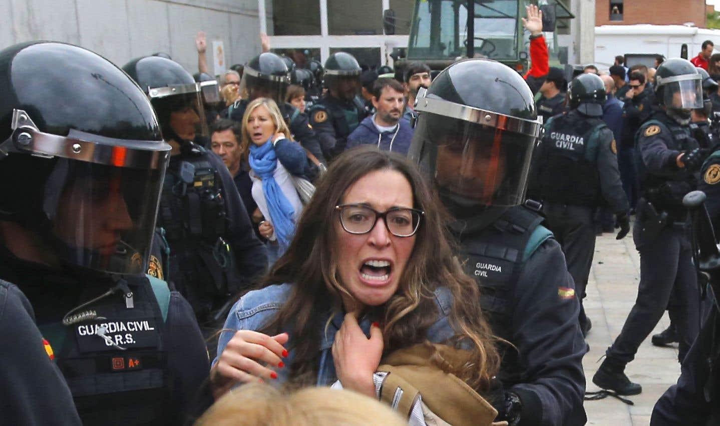 La Catalogne dit «oui» au terme d'une journée noire