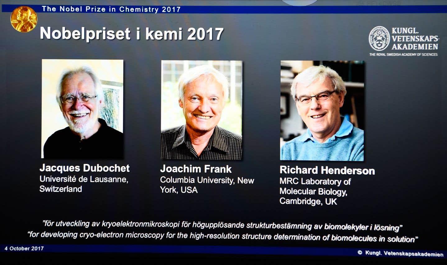 Les récipiendaires sont Jacques Dubochet, de Suisse, Joachim Frank, des États-Unis, et Richard Henderson, du Royaume-Uni.