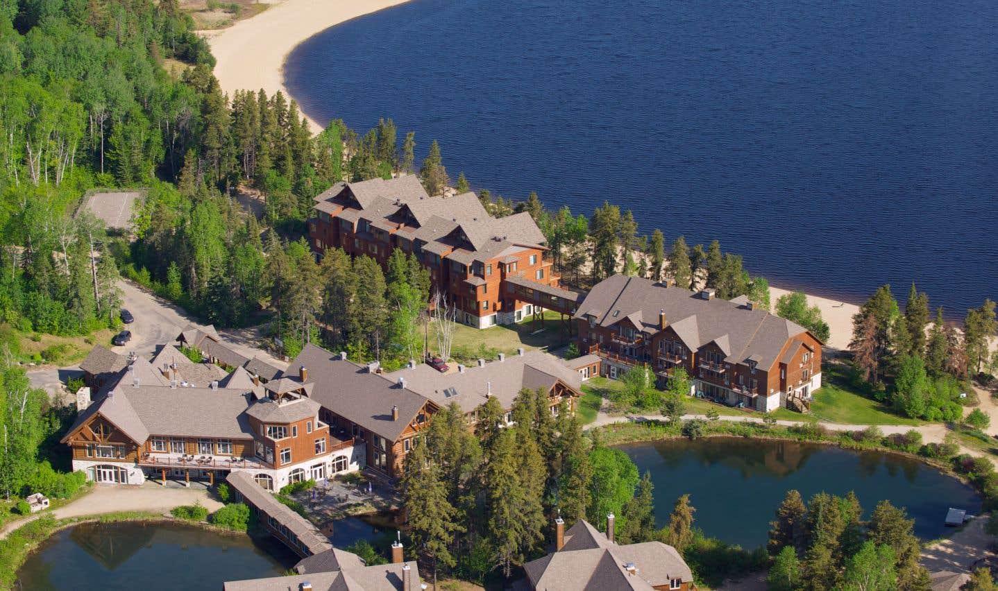 L'Auberge du lac Taureau, située en pleine nature dans le nord de la région, est l'endroit idéal pour tenir une réunion de type «lac-à-l'épaule».