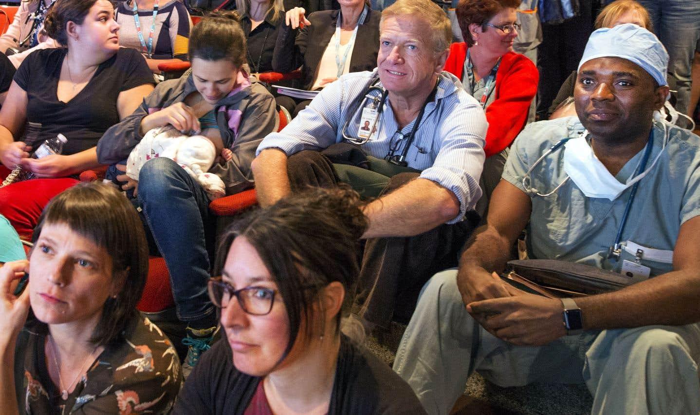 CHU Sainte-Justine et CHUM: regrouper n'est pas fusionner, dit Barrette
