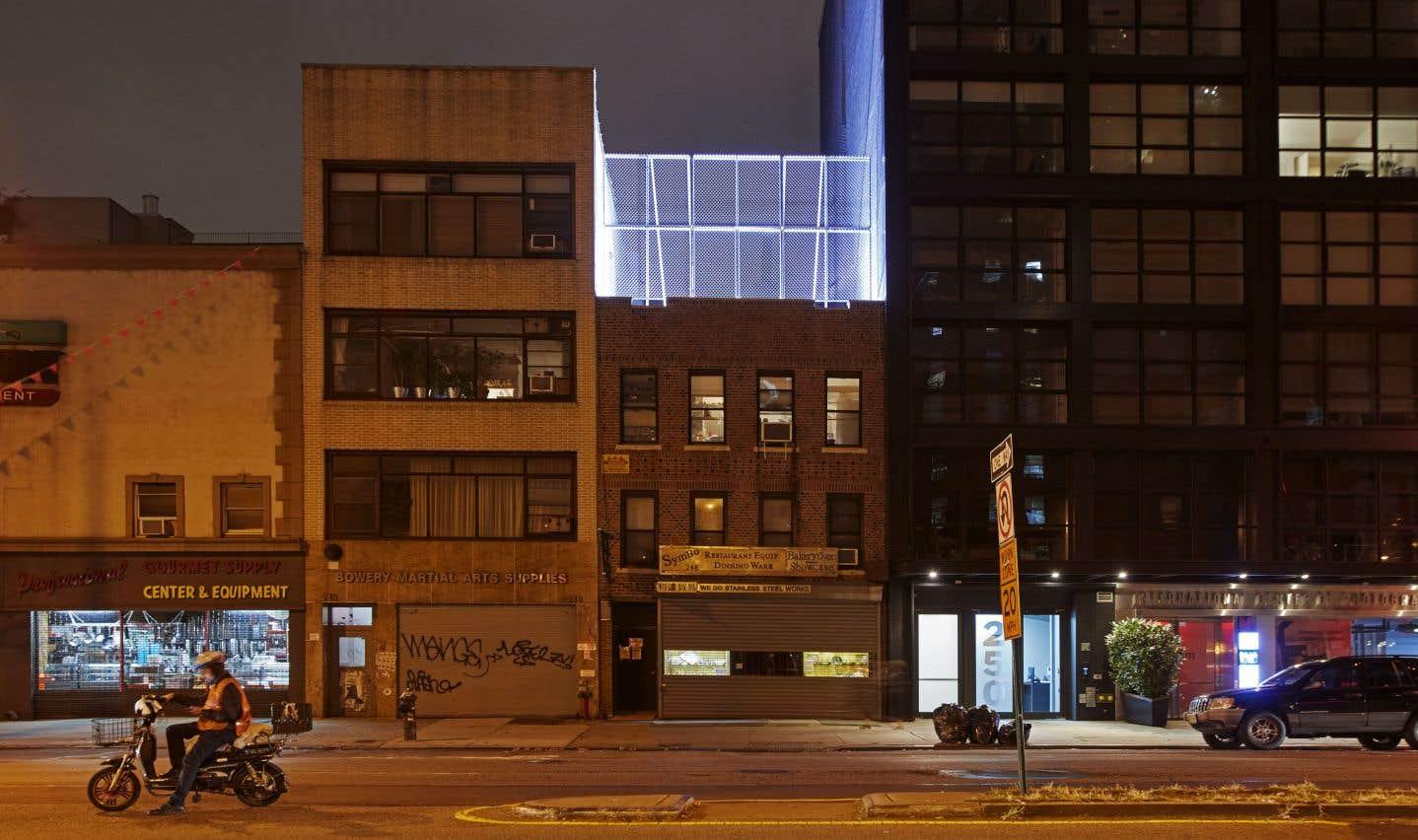 Du projet in situ d'Ai Weiwei «Good Fences», sa clôture Bower, la nuit.