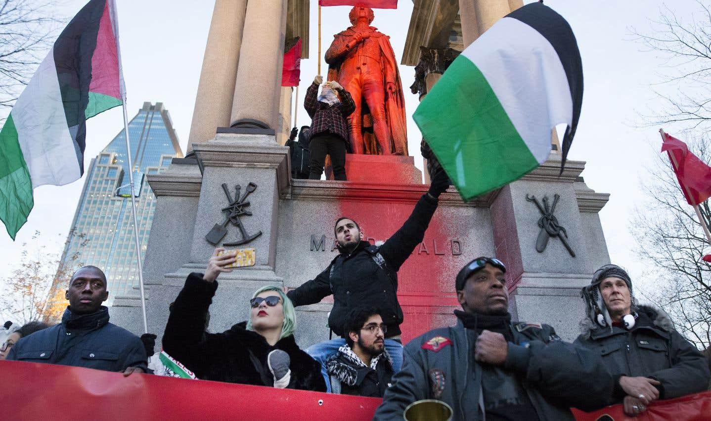 Des centaines de personnes contestent la loi sur la neutralité et le racisme