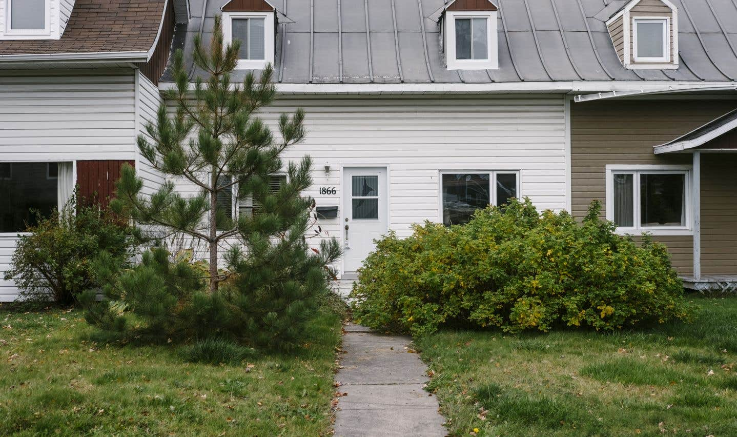 En 2010, Saguenay crée un programme de subvention encourageant les résidants à rénover les maisons à la manière de l'époque. Les toits en aluminium sont financés à 75%; les revêtements extérieurs en bois à 100%.