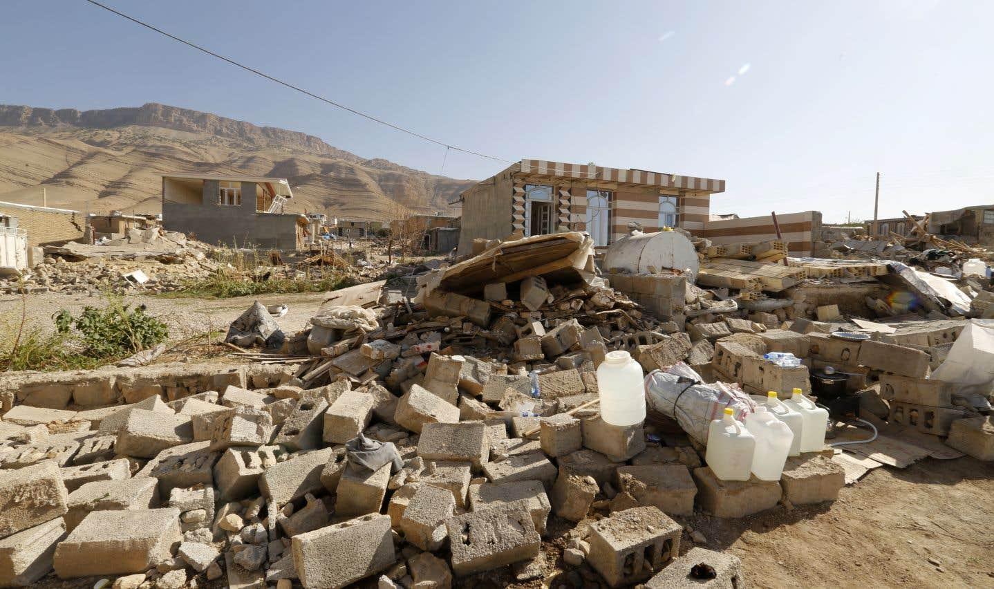 En Iran, l'aide peine à arriver dans les zones reculées touchées par le séisme