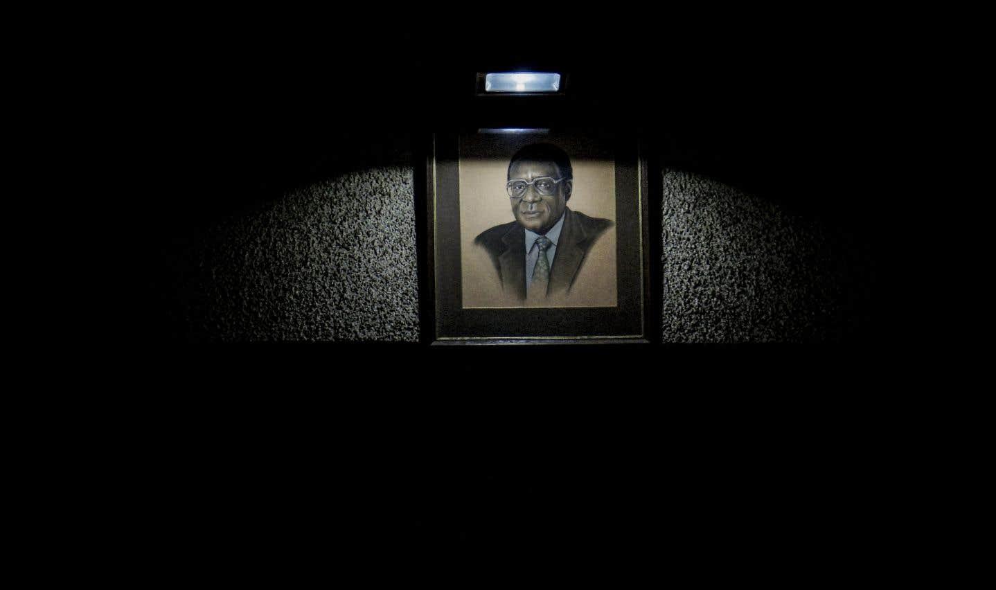 Trente-sept ans de règne Mugabe ont laissé le pays exsangue.