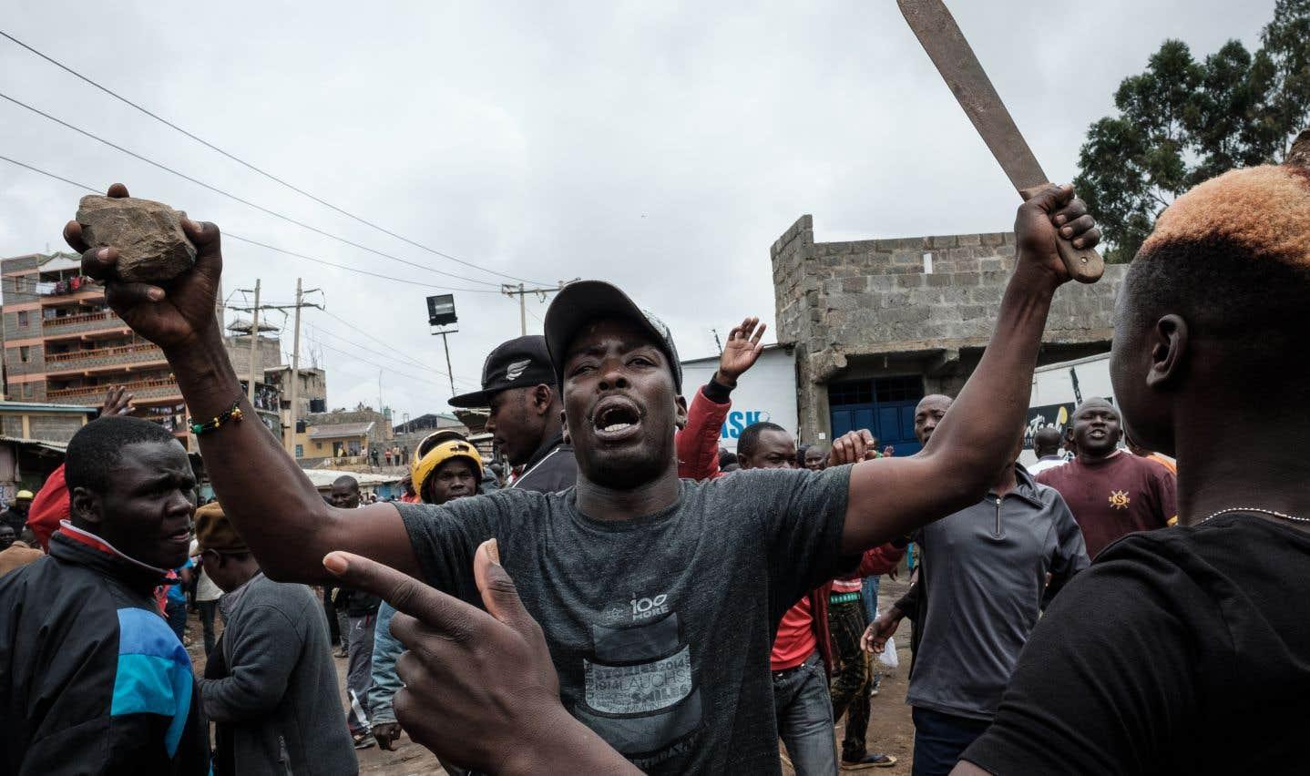 La tension au Kenya a grimpé en flèche depuis vendredi et des violences qui ont fait trois morts par balles parmi des manifestants de l'opposition.