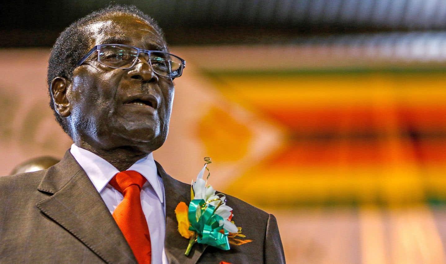 Le Zimbabwe tout entier s'attendait dimanche soir à ce que Robert Mugabe remette sa démission, quelques jours après le coup de force de l'armée.