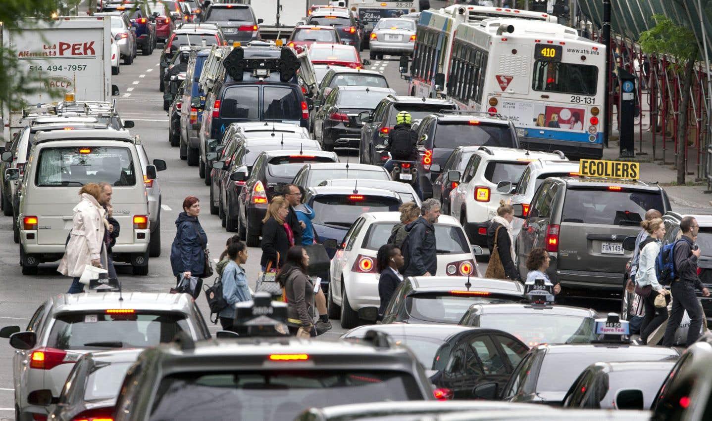 Des entreprises veulent décourager leurs employés de se rendre en auto au travail