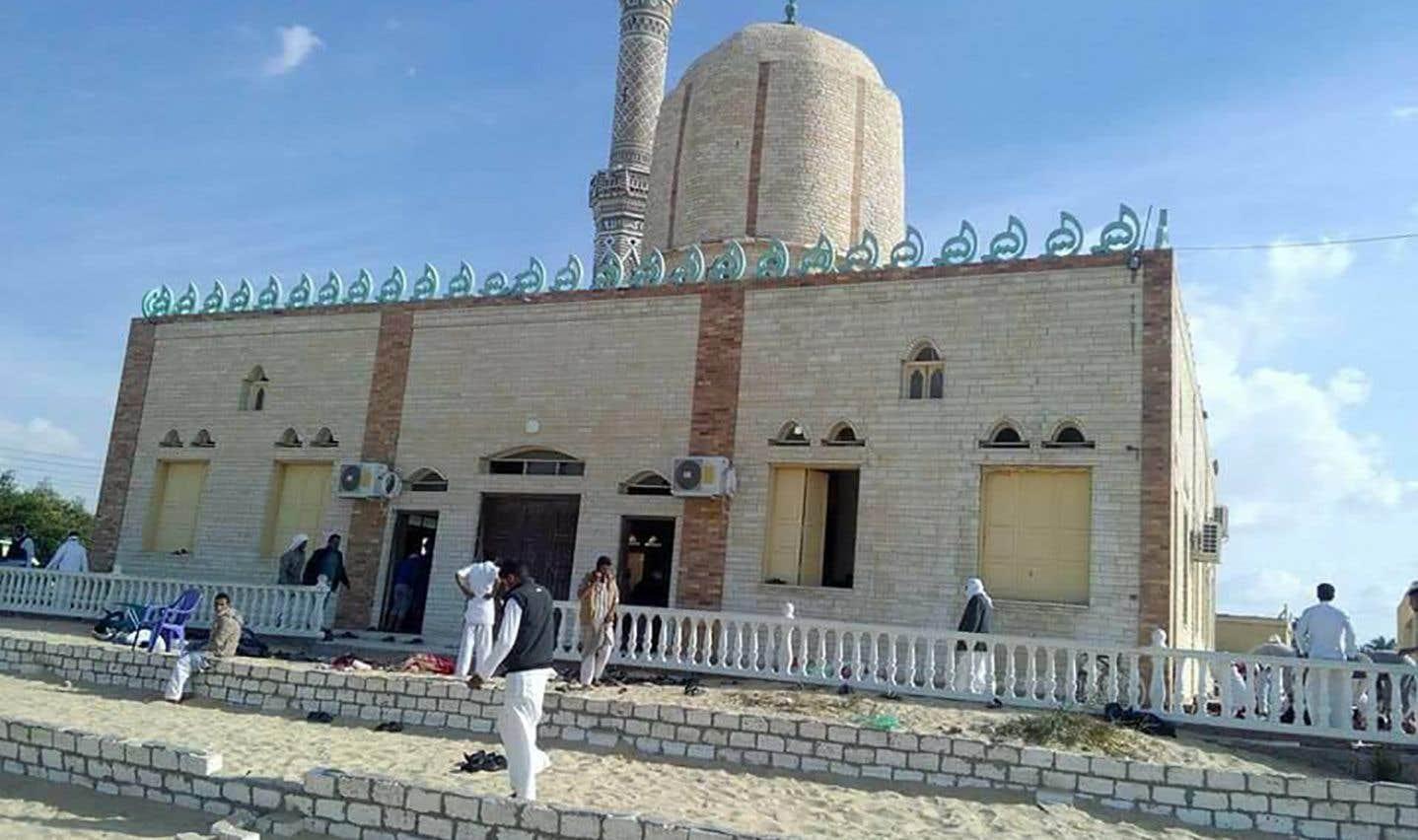 Elle s'est produite autour de la mosquée Al-Rawda dans le village de Bir al-Abed, à l'ouest d'Al-Arich, la capitale de la province du Nord-Sinaï.
