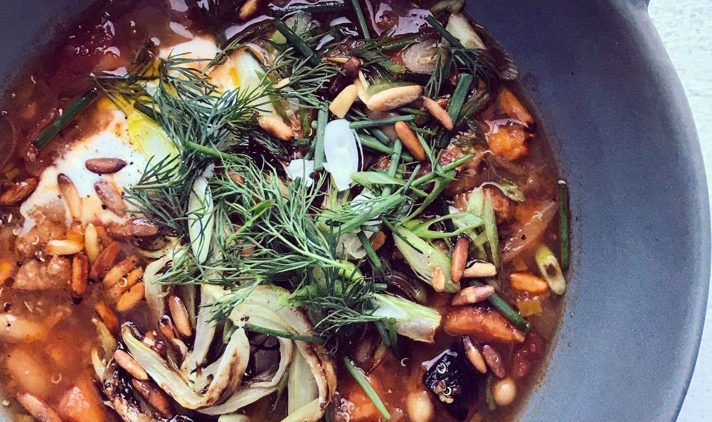 La recette de soupe à la saucisse, haricots blancs et quinoa du chef Michael Tozzi