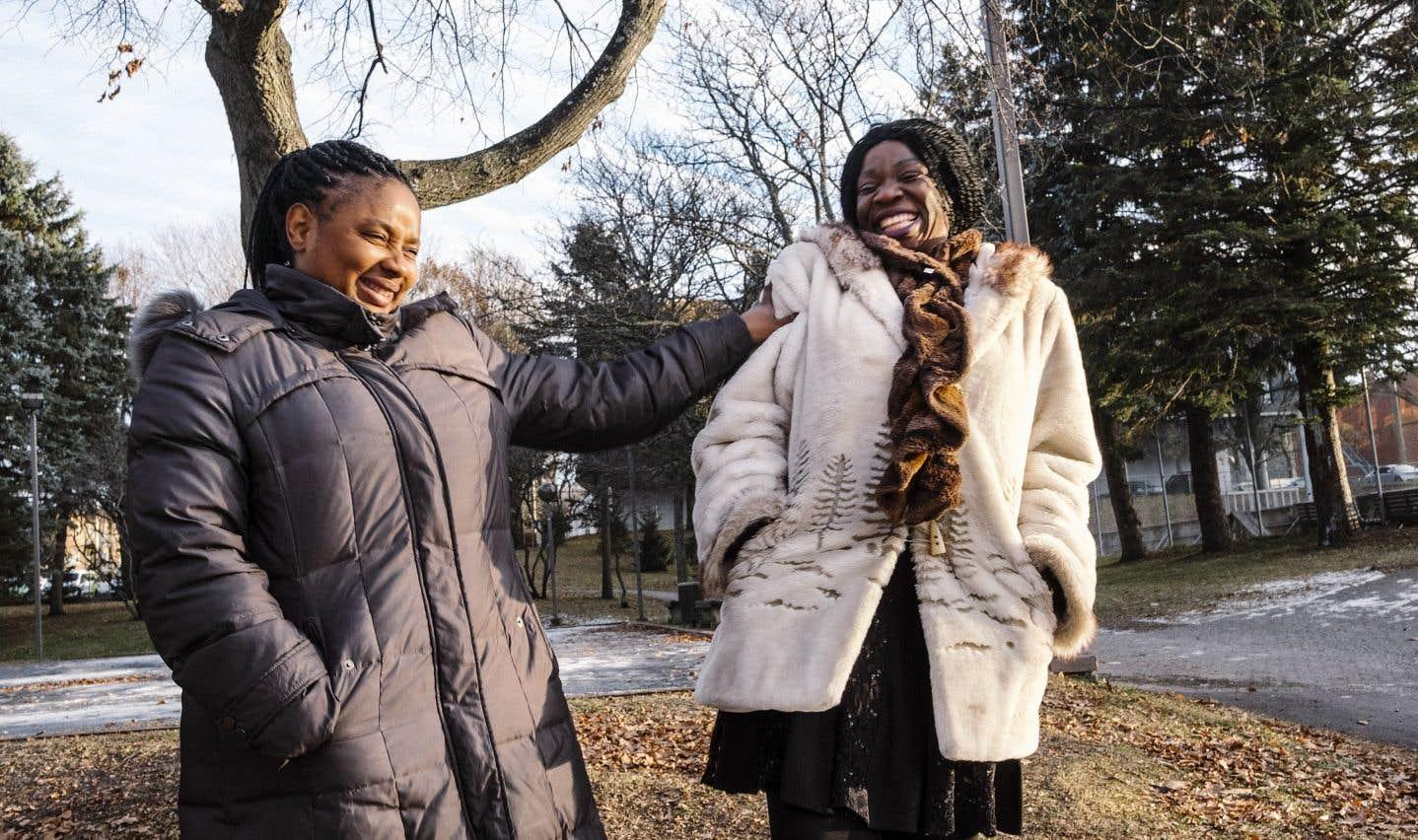 Cécile, à gauche sur la photo, et Germine se sont rencontrées à un arrêt d'autobus de Notre-Dame-de-Foy.