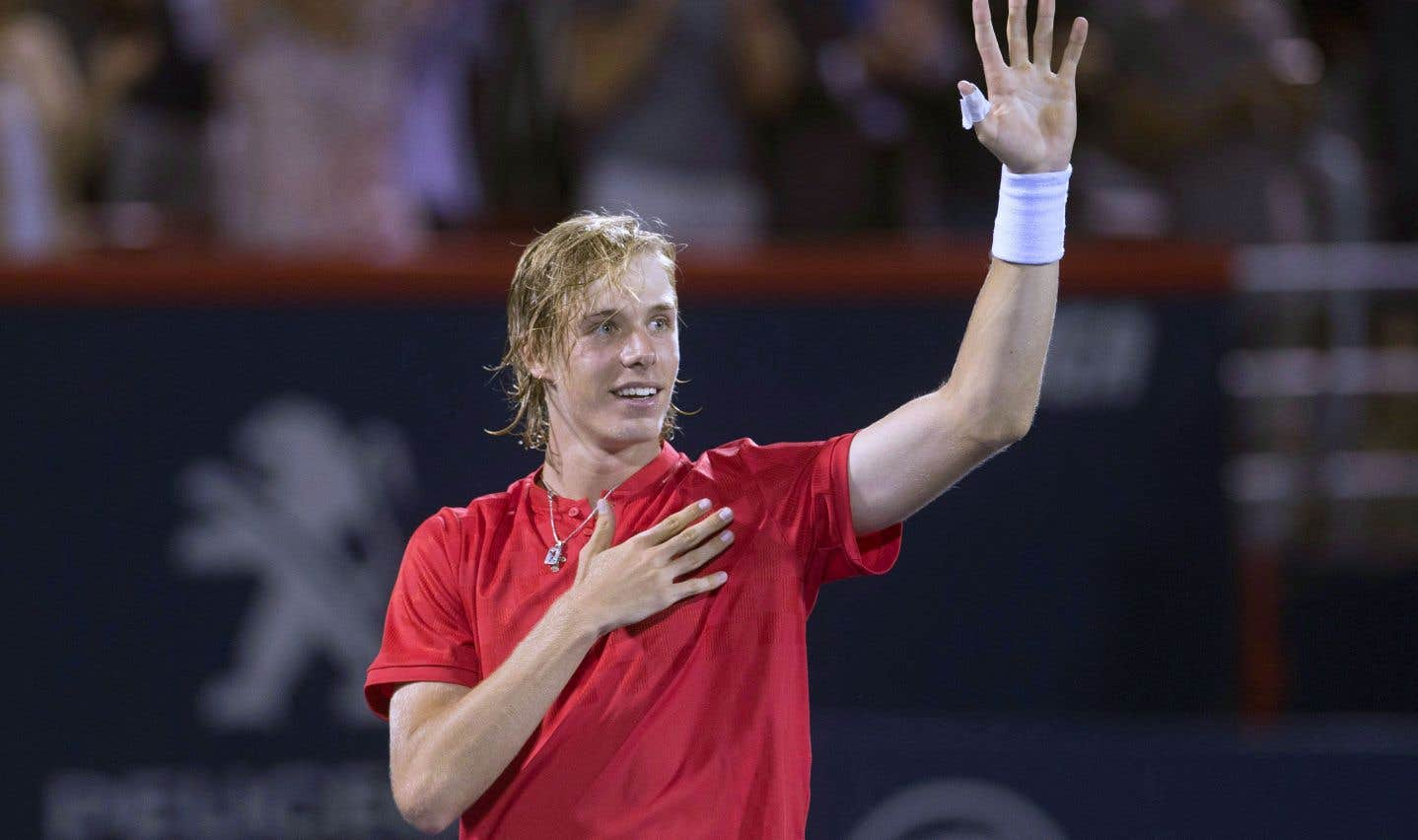 Denis Shapovalov saluant le public après sa victoire contre Rafael Nadal à la Coupe Rogers de Montréal, en août dernier