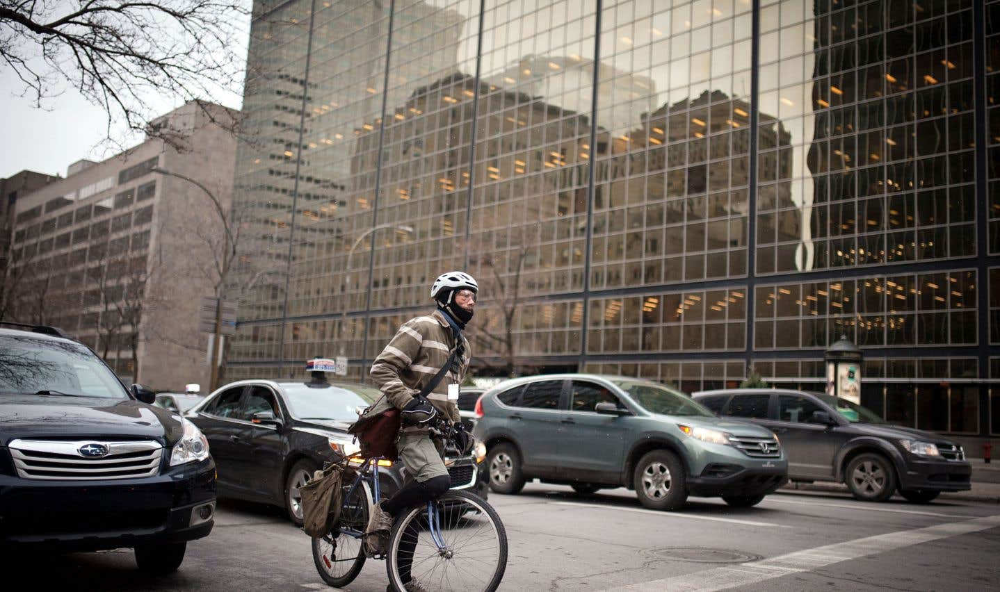 Québec a déposé vendredi une version remaniée du Code e la sécurité routière qui consacre le principe du partage de la route entre les usagers, automobilistes comme cyclistes ou piétons.