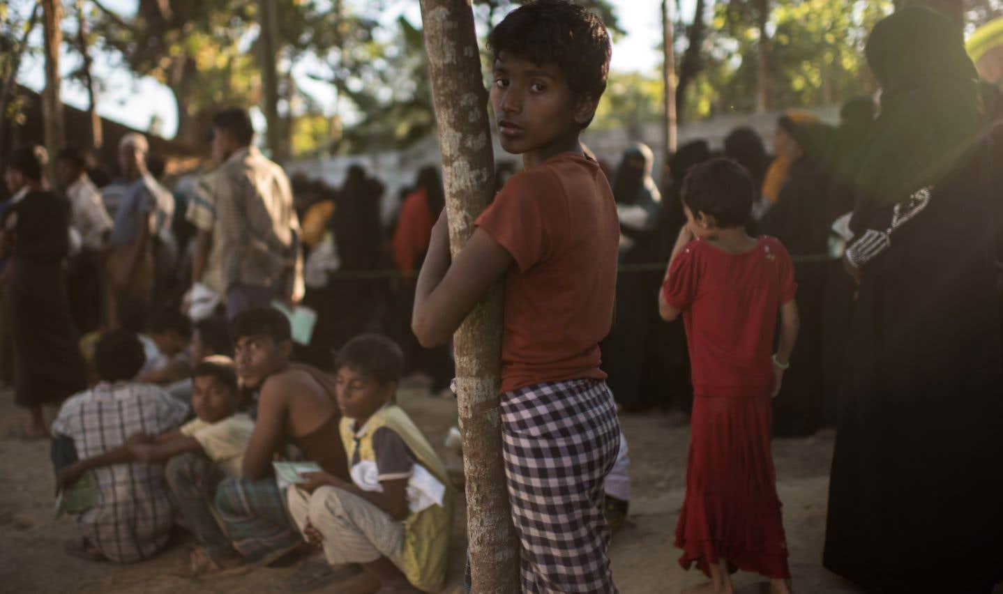 Des Rohingyas faisaient la queue pour de la nourriture dans un camp de réfugiés de Cox's Bazar, au Bangladesh au début du mois.