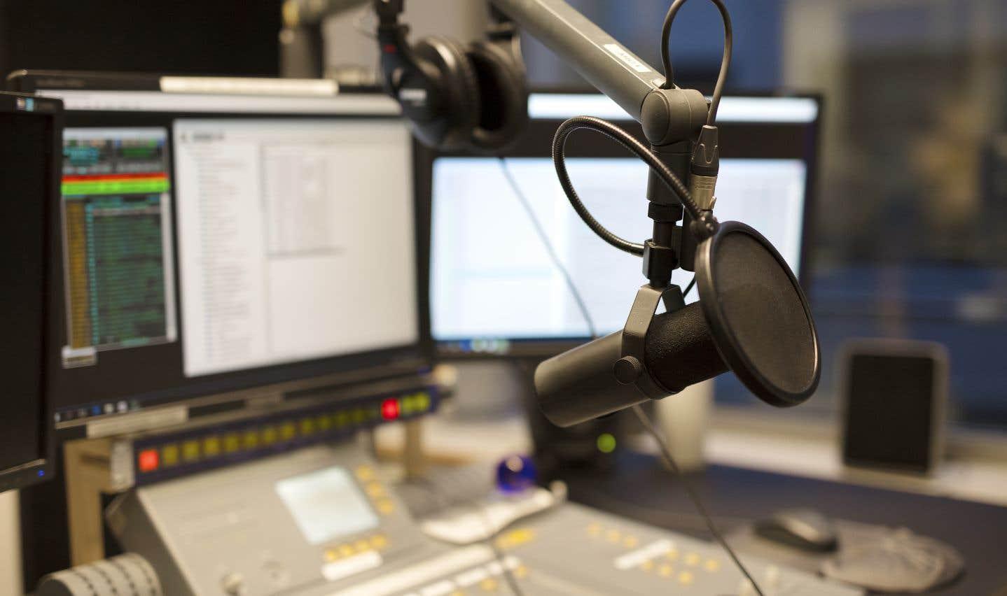 Le 98,5 FM retire ses trois nouvelles émissions du week-end
