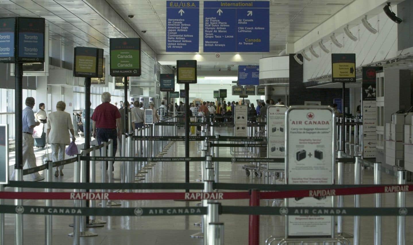 Les voyageurs sont invités à consulter les sites Web des aéroports avant de s'y rendre afin de s'assurer que leur vol soit toujours à l'horaire.
