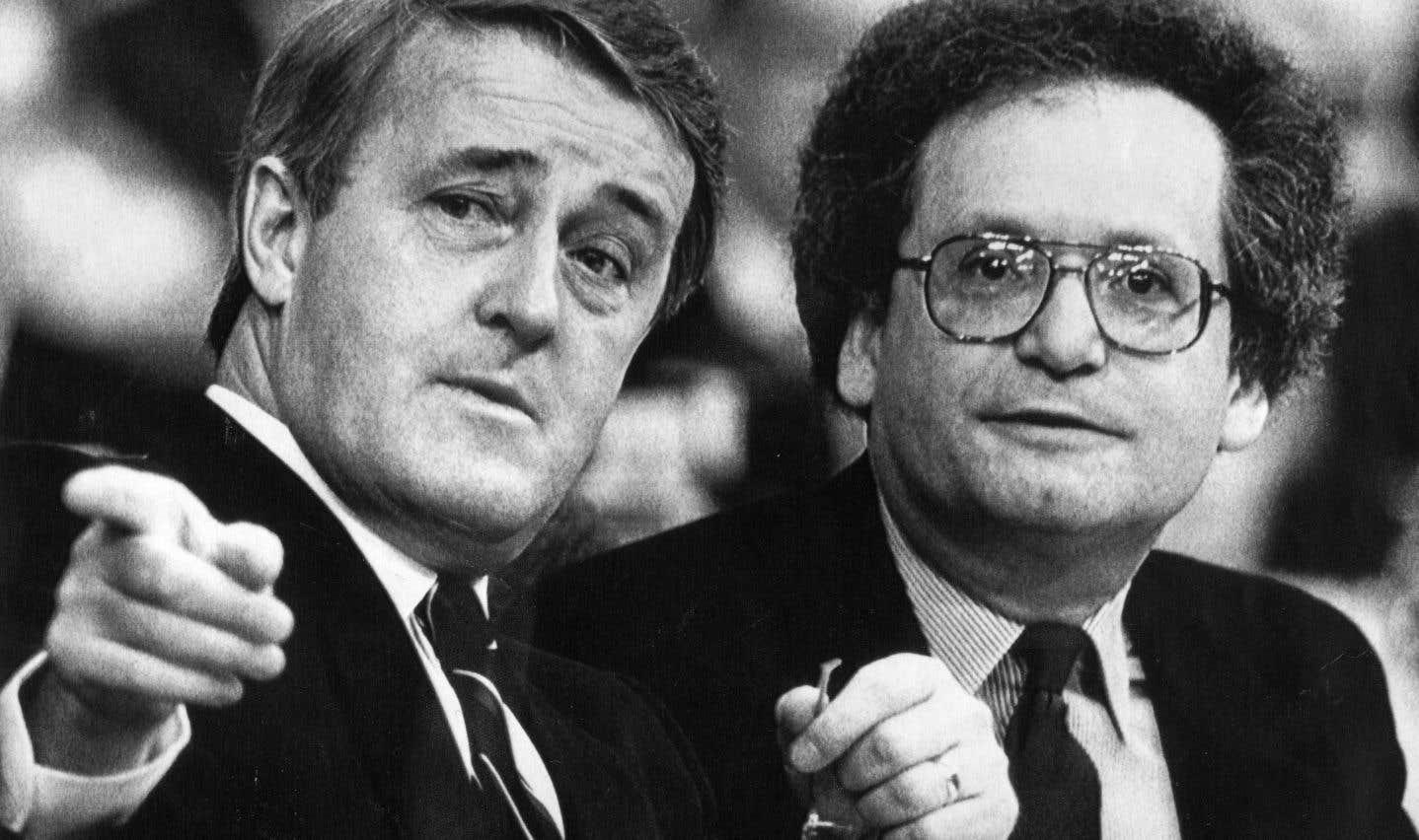 Stanley Hartt a entre autres été chef de cabinet de l'ex-premier ministre Brian Mulroney en 1989 et en 1990.