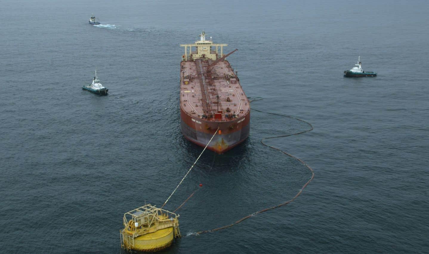 Les groupes écologistes exigeaient le retrait des permis d'exploration accordés en 2016 à 13 entreprises pétrolières dans des zones reculées de la mer de Barents.