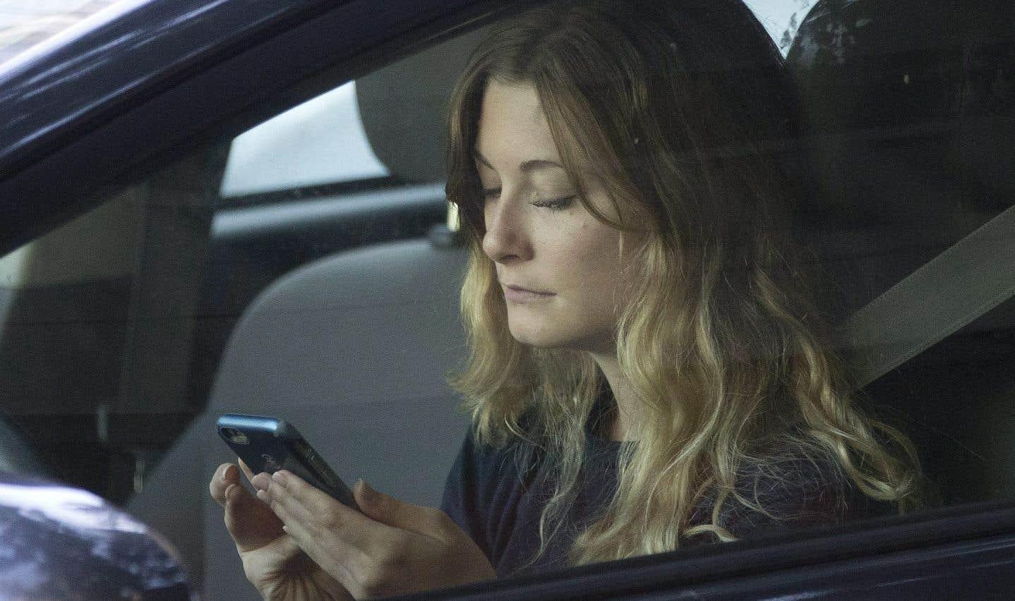 Bon an mal an, la Sûreté du Québec distribue plus de 10 000 constats reliés à l'utilisation du cellulaire au volant, mais le problème va au-delà.