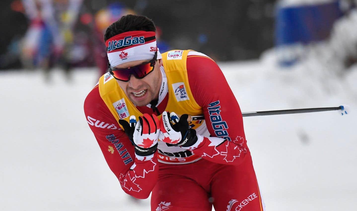 Alex Harvey s'est retrouvé dans un quatuor lors d'un sprint déchaîné vers le fil d'arrivée.