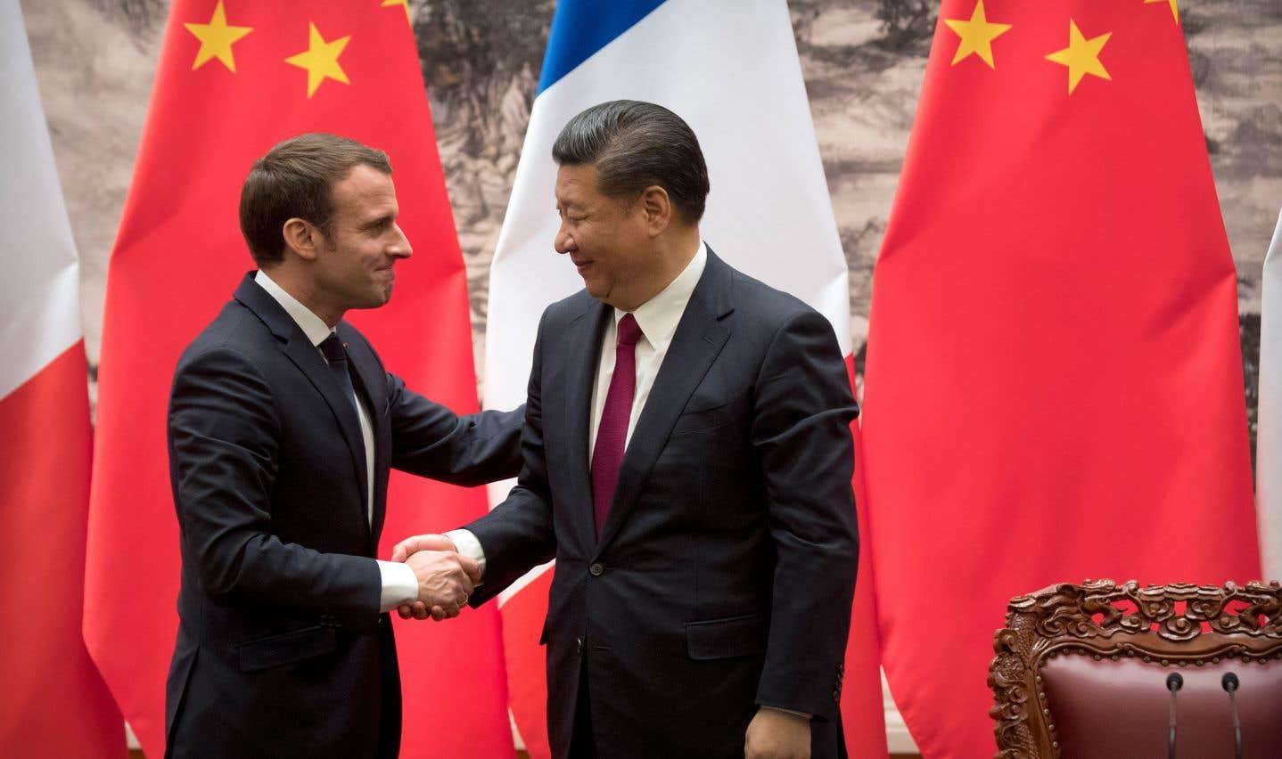 Le président français, Emmanuel Macron (à gauche), a placé d'emblée sa visite sous le signe des routes de la soie.