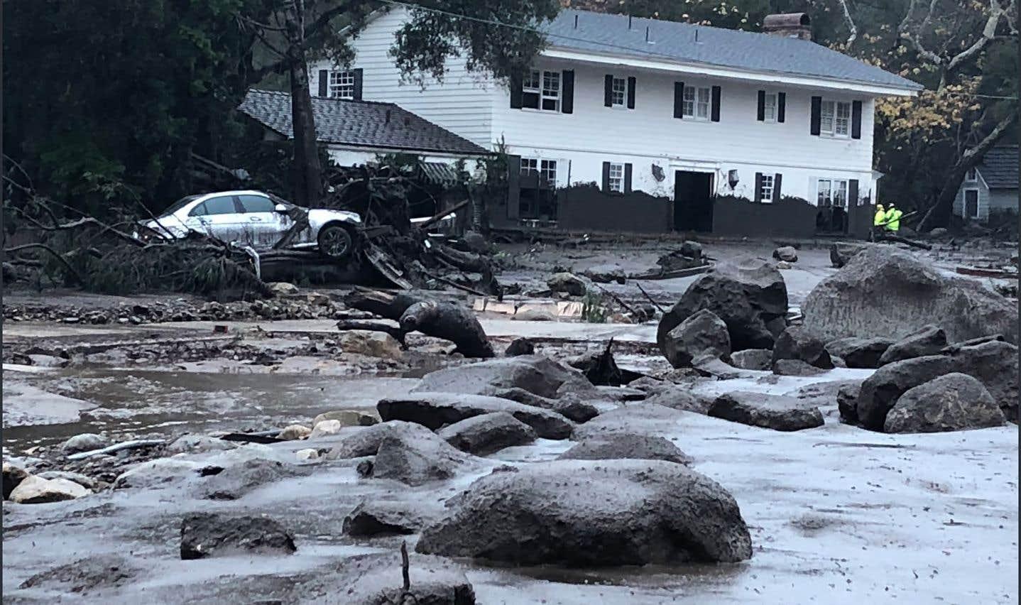 Des quartiers ont été envahis par la boue,parfois à hauteur de taille en épaisseur.