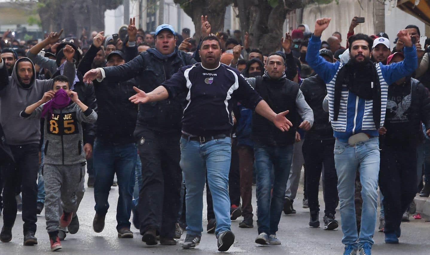 Accalmie en Tunisie après des centaines d'arrestations