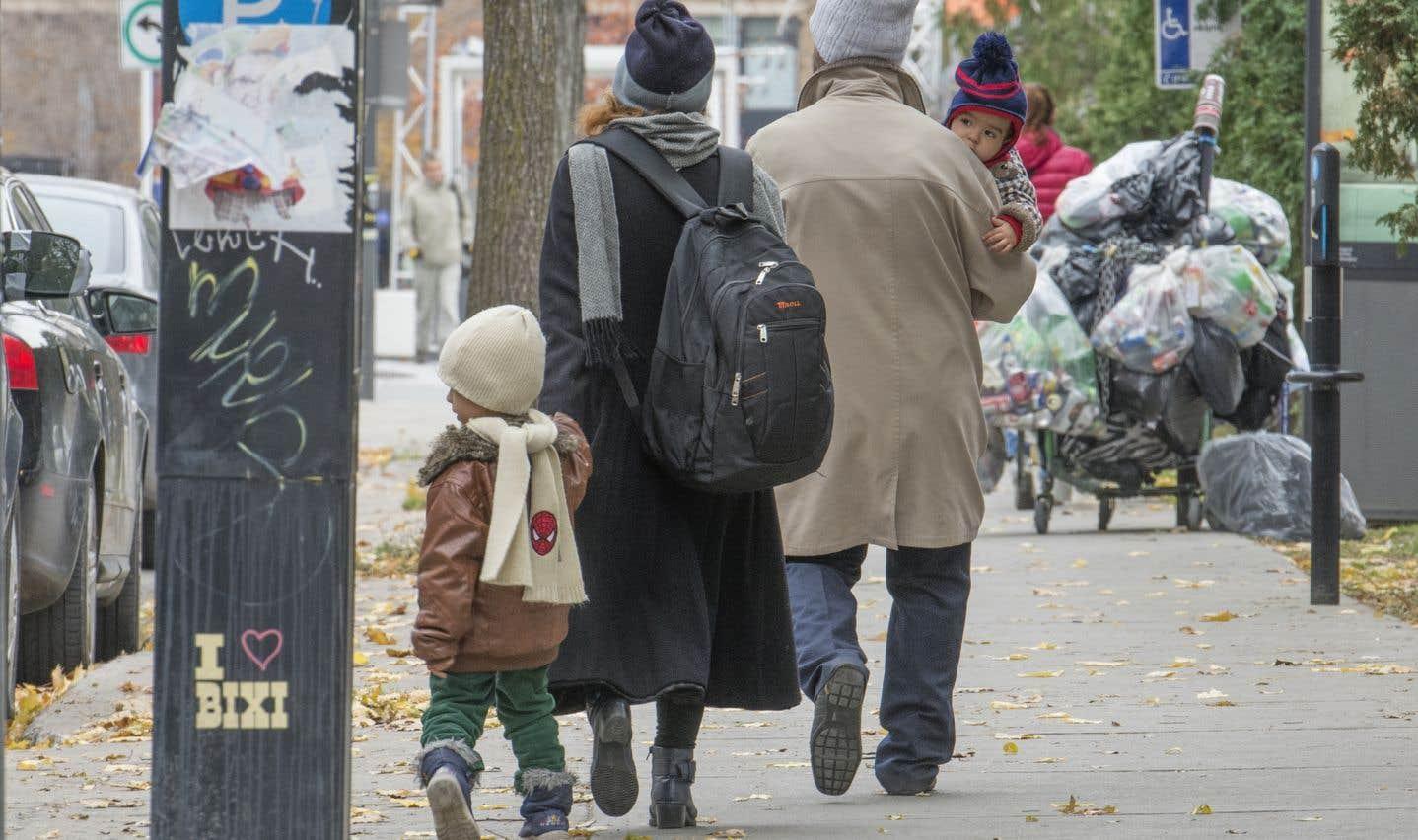 Les enfants adoptés ont droit à 18 semaines de présence parentale en moins parce que leur mère n'a pas accouché. Il s'agit d'une différence énorme pour leur développement physique, mental et affectif, souligne l'auteure.