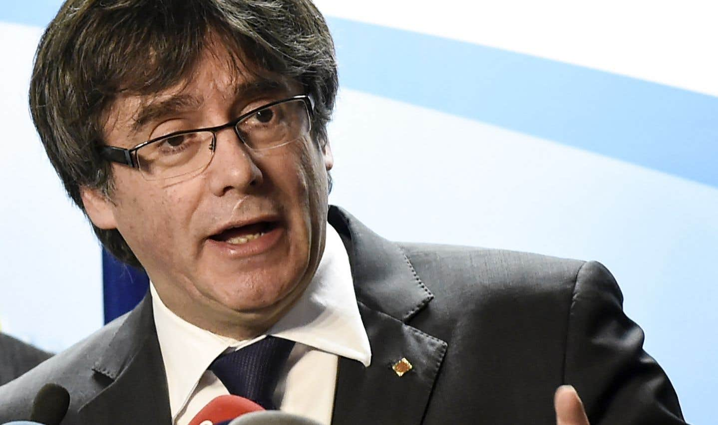 Carles Puigdemont a l'intention de diriger la Catalogne via Skype, une idée qui est loin de faire l'unanimité.