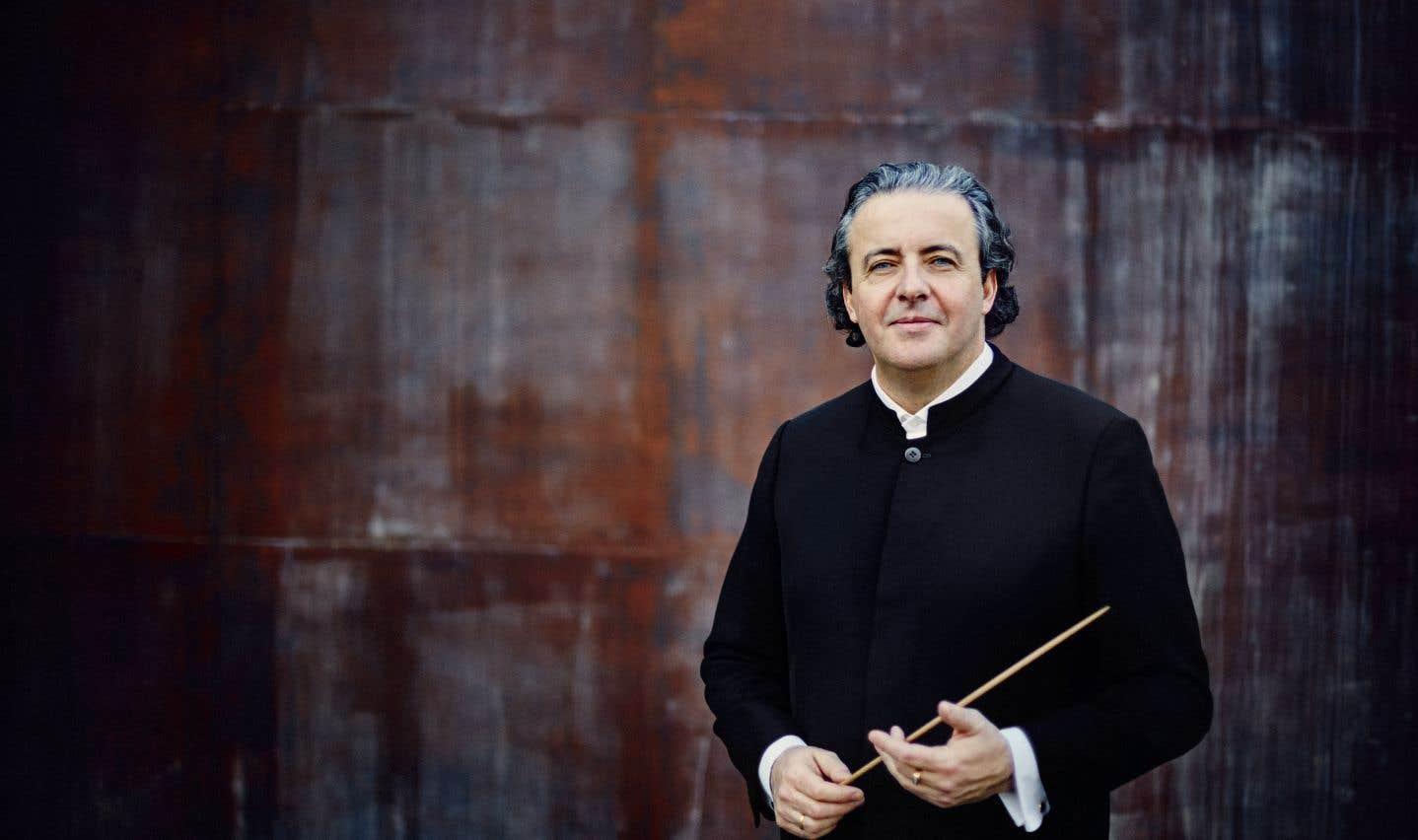 Le chef d'orchestre Juanjo Mena