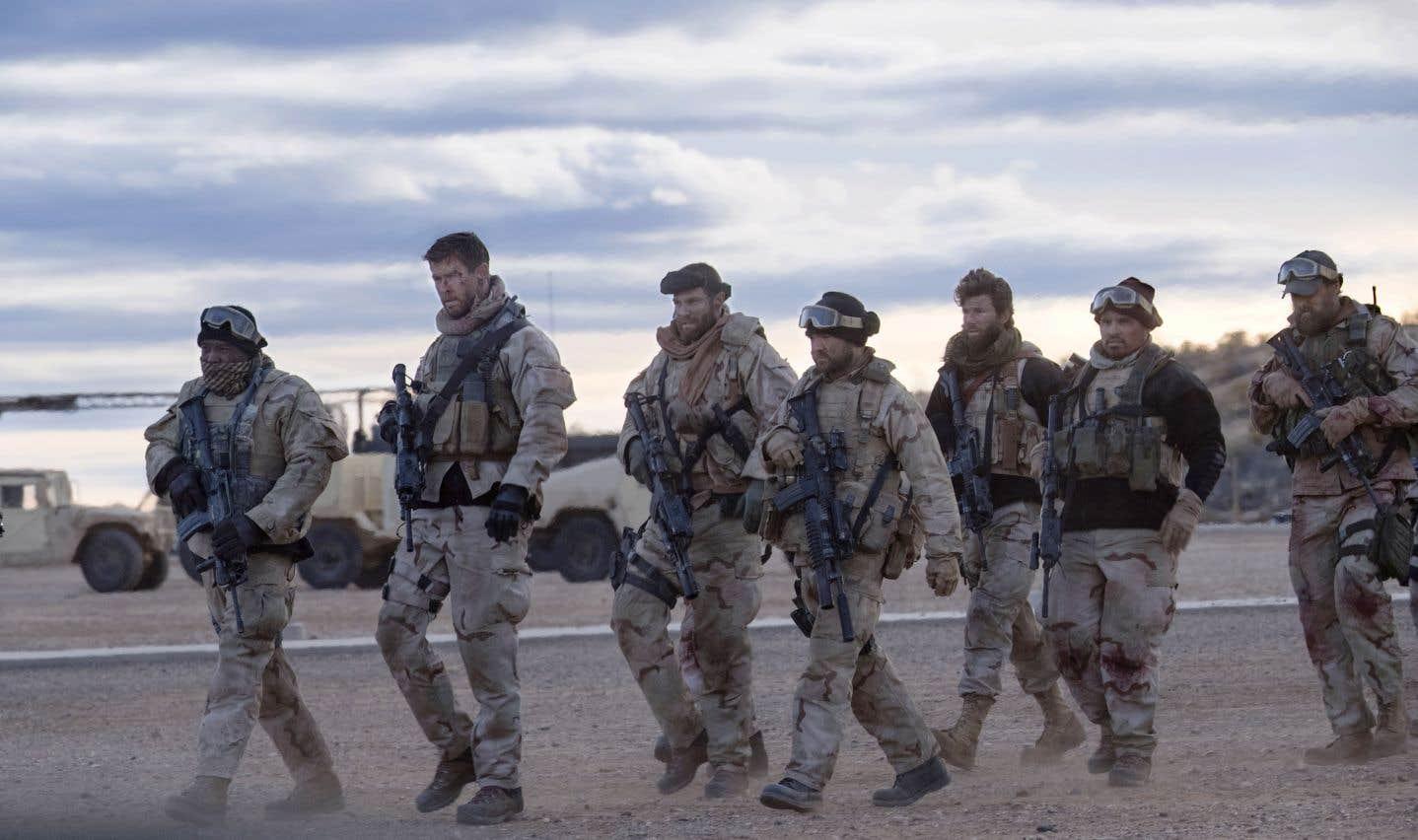 Porté par un lourd élan de patriotisme, «12 Strong» a le mérite de raconter une histoire méconnue du grand public: celle des premiers soldats américains dépêchés en Afghanistan après le 11septembre 2001.
