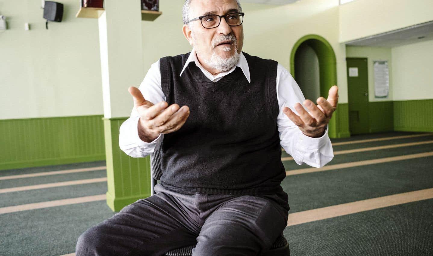 L'imam du Centre culturel islamique de Québec, Mohamed Labidi, qui a vu sa voiture incendiée en août dernier, ressent toujours l'insécurité vécue dans sa communauté.