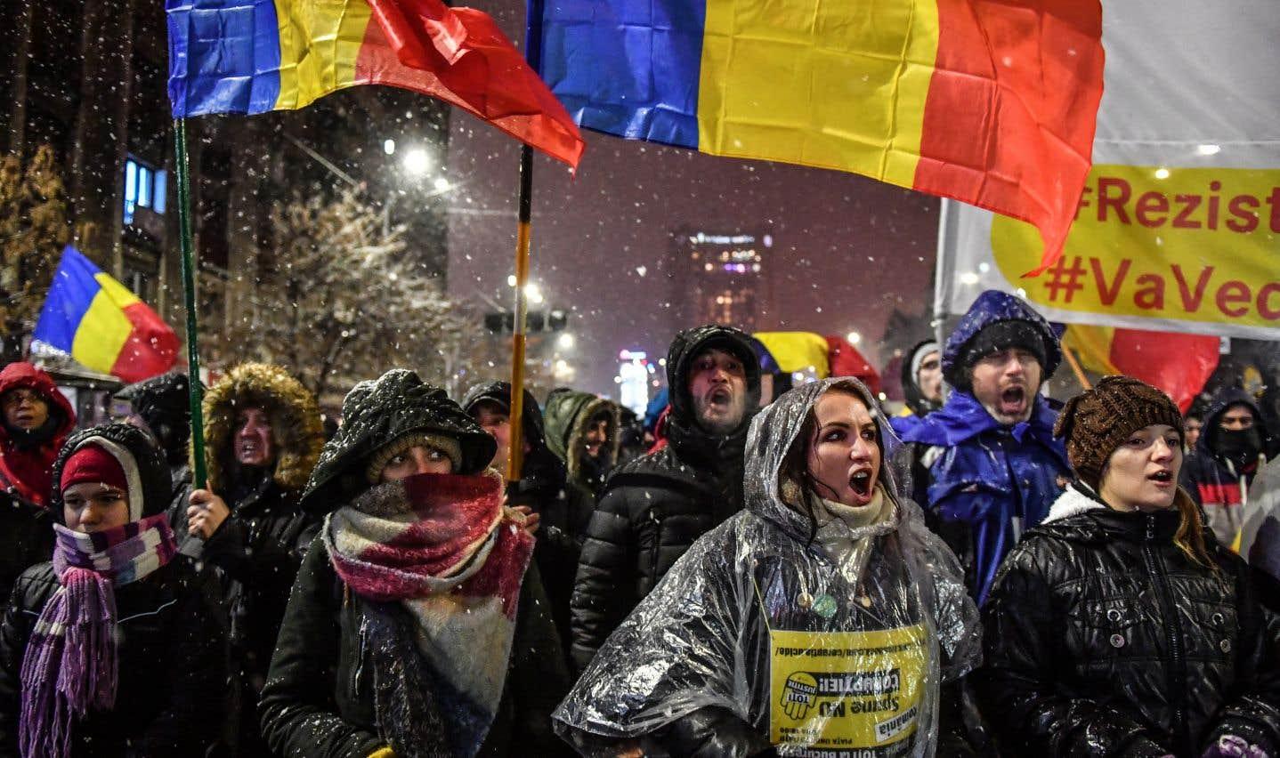 Des dizaines de milliers de Roumains manifestent contre la corruption