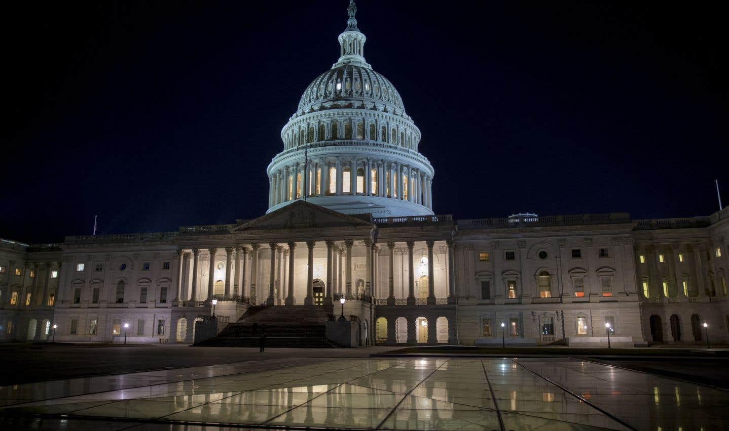 Le chef républicain du Sénat des États-Unis, Mitch McConnell, a renoncé dimanche à un vote initialement prévu dans la nuit de dimanche à lundi.