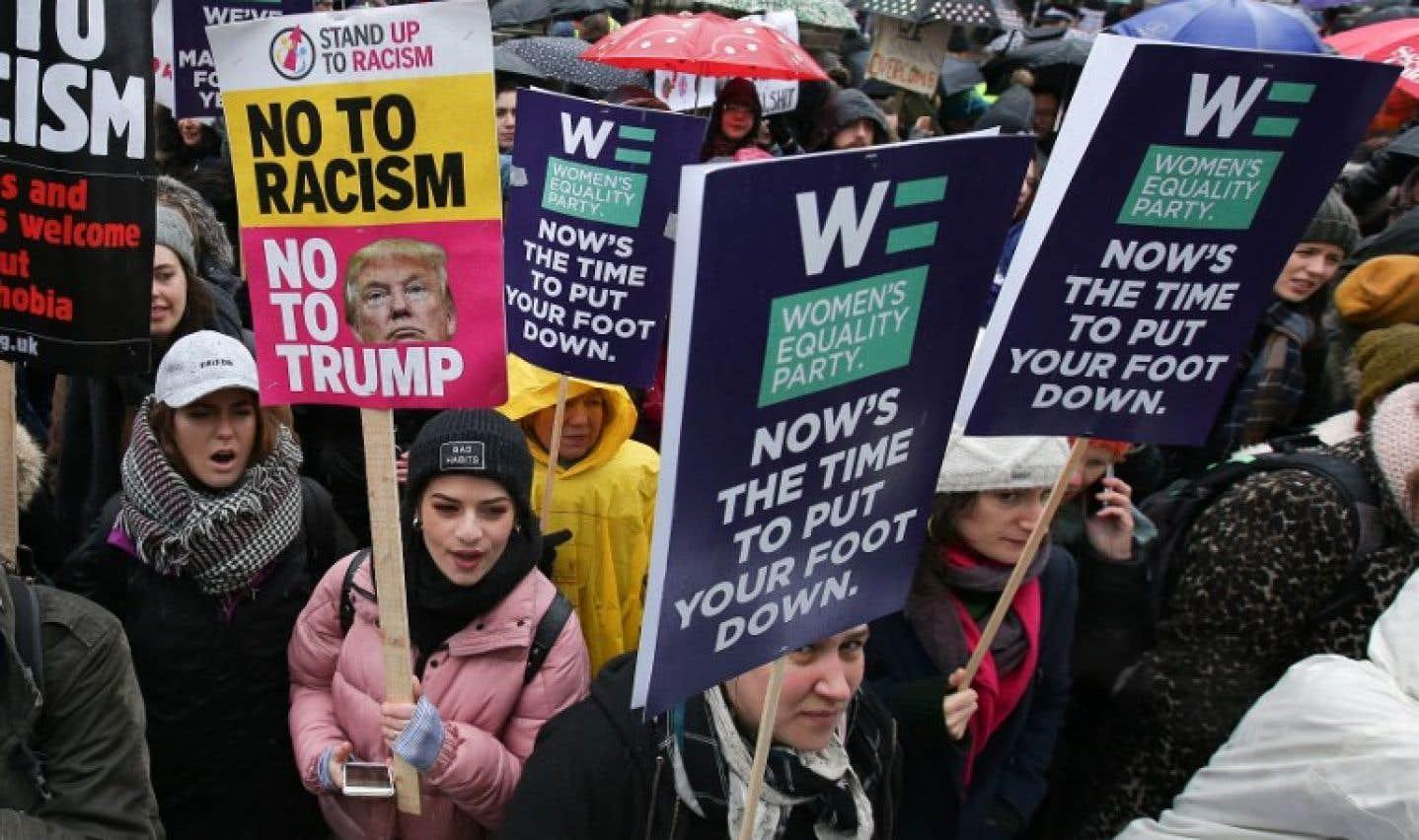 À Londres, des centaines de personnes se sont rassemblées devant le 10, Downing Street, résidence officielle de la première ministre, Theresa May.