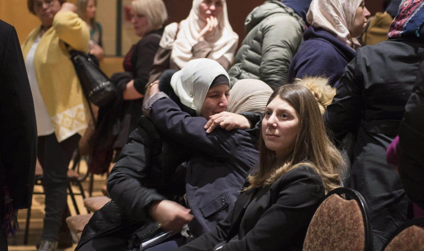 L'ambiance était émotive sur les lieux, les proches des victimes avaient du mal à contenir leurs sanglots.