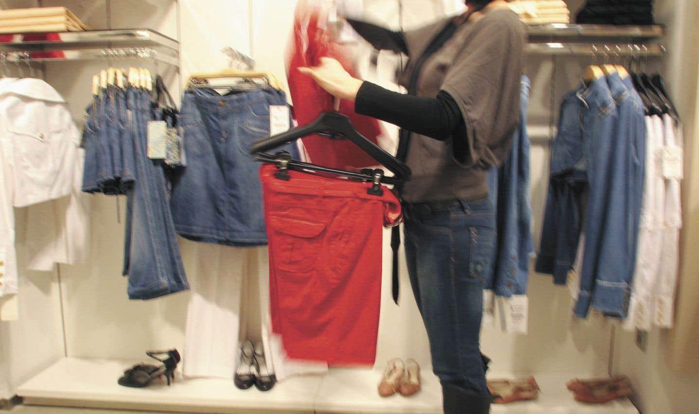 Dans un rapport, Greenpeace comptabilise 100milliards de morceaux de vêtements produits chaque année dans le monde. Une part de 30% de notre garde-robe ne serait presque jamais portée.