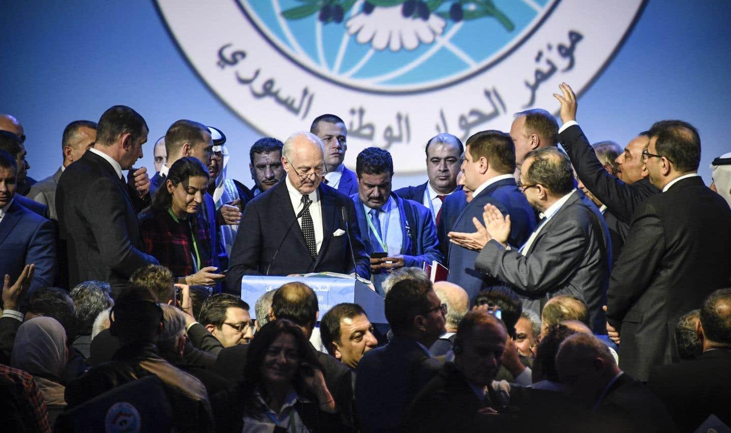 L'émissaire des Nations unies Staffan de Mistura prononce un discours à l'issue d'une séance plénière au Congrès du dialogue national syrien à Sotchi, mardi.