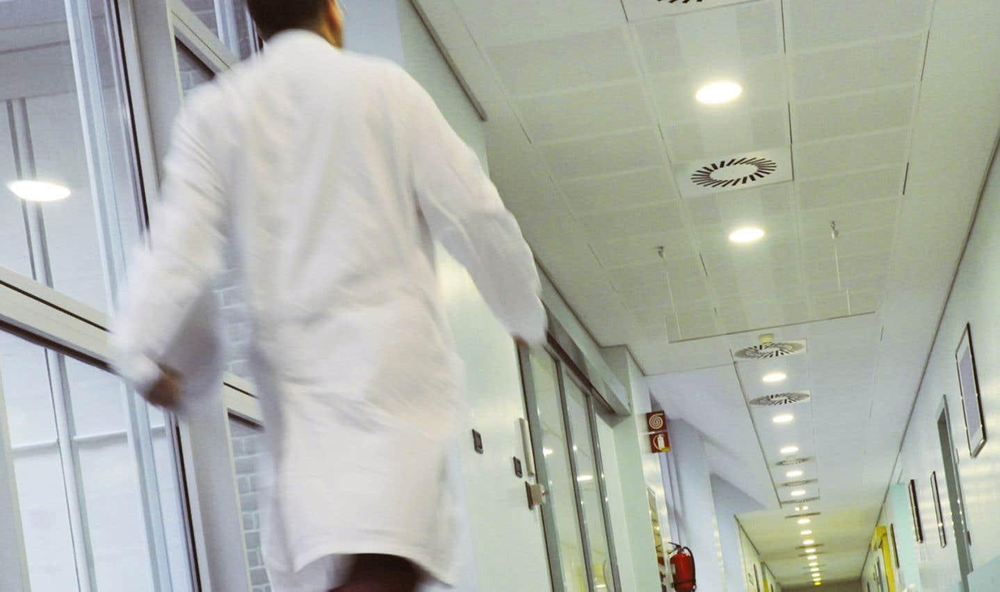 Plusieurs associations chrétiennes de médecins, regroupant 4700 professionnels, s'étaient liguées pour contester en cour la validité constitutionnelle de règles du collège des médecins ontarien instaurant un mécanisme de référence obligatoire des patients demandant l'aide à mourir, en cas d'objection de conscience.