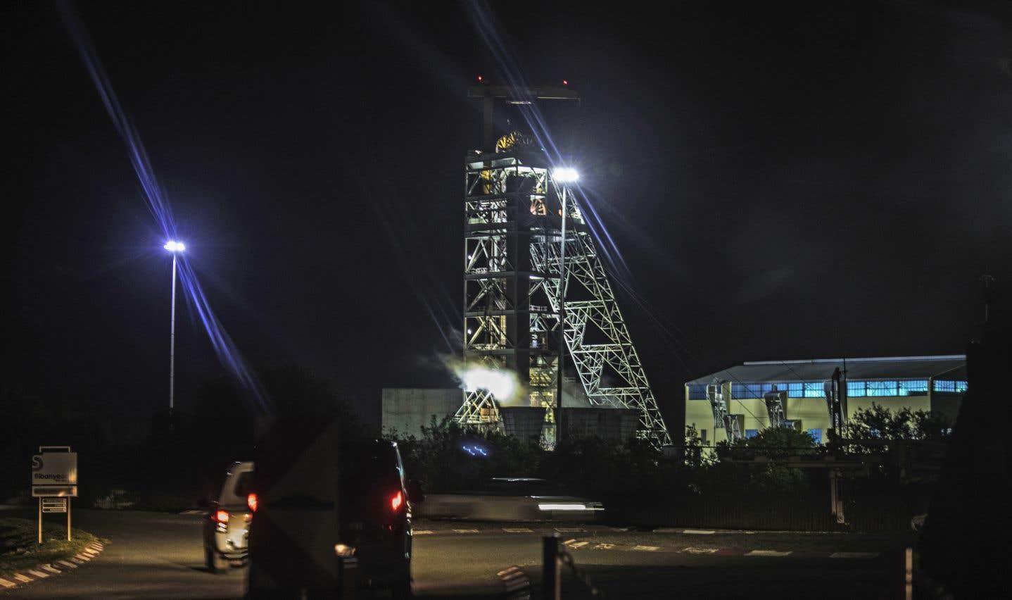 Une panne d'électricité a provoqué l'arrêt des ascenseurs et empêché dans la matinée la remontée de l'équipe de nuit de la mine de Beatrix, près de la ville de Welkom, en Afrique du Sud.
