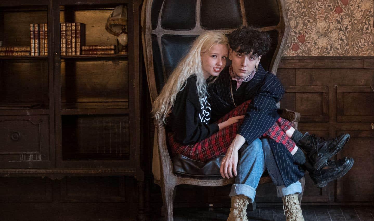 Noémie et Hubert se sont rencontrés alors qu'elle terminait son secondaire et qu'elle assistait au Cercle de Québec à un concert de The Seasons, le groupe qu'il forme avec son grand frère Julien (Chiasson).