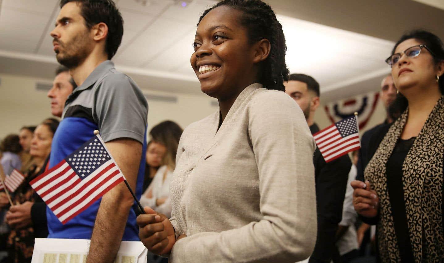 L'Haïtienne Elisabeth Volmar est devenue citoyenne américaine le 12 janvier dernier, à Hialeh en Floride. Cent cinquante personnes de différents pays ont pris part à la même cérémonie.
