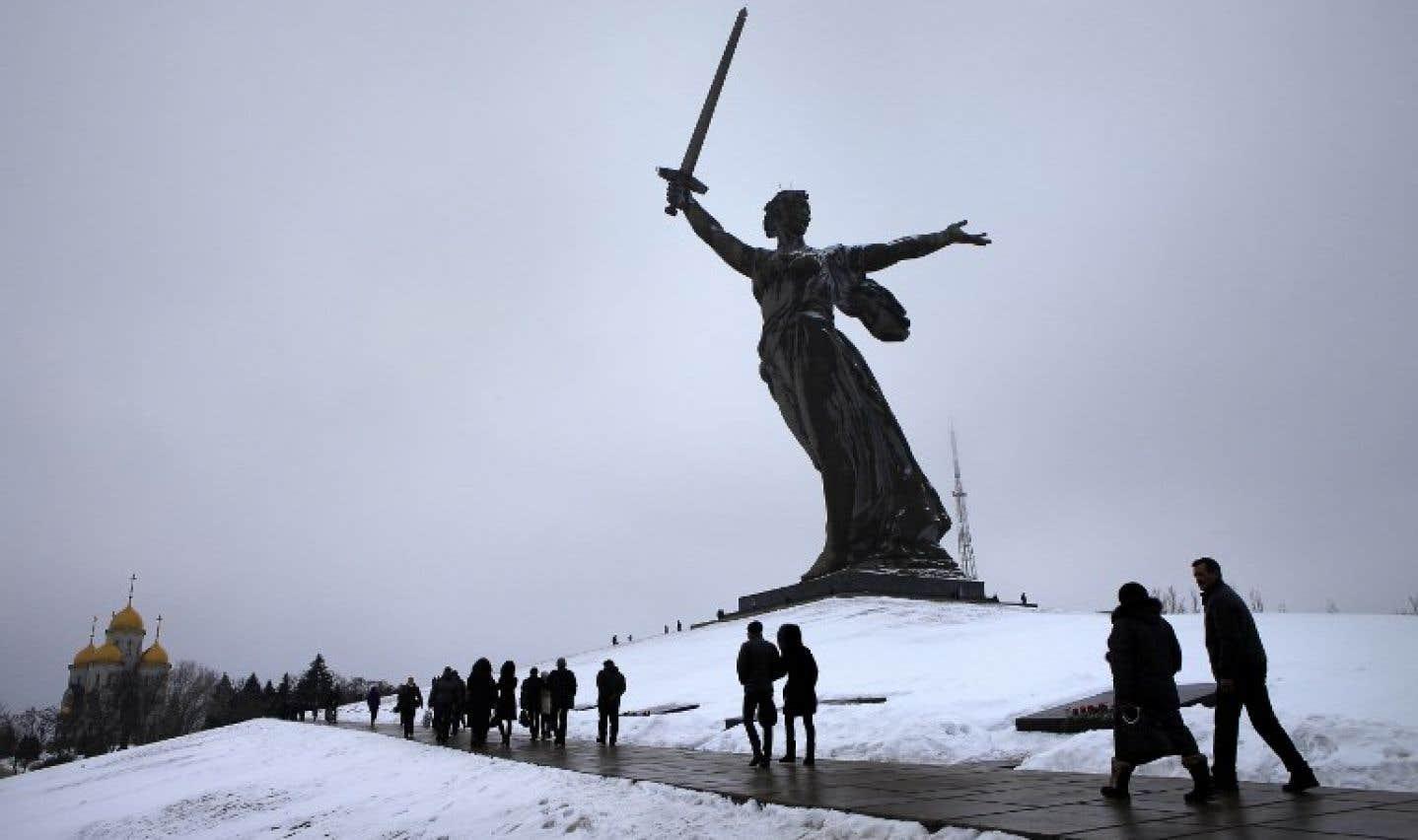 La statue de la Mère-Patrie à Volgograd, anciennement Stalingrad, fait office de mémorial commémorant la célèbre bataille.