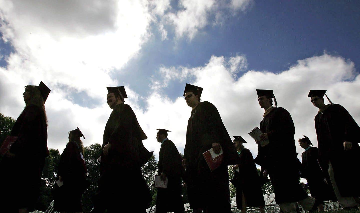 Lorsqu'on prend une méthode qui permet de comparer les comparables, on voit que la proportion des diplômés universitaires ne diffère pas.