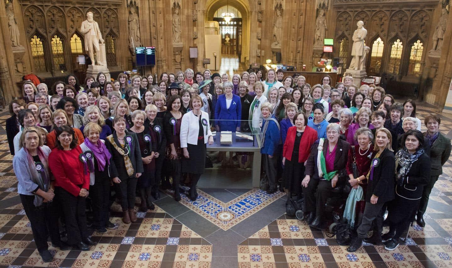 Theresa May a célébré cet anniversaire à Manchester (nord-ouest), où a vu le jour le mouvement des suffragettes.
