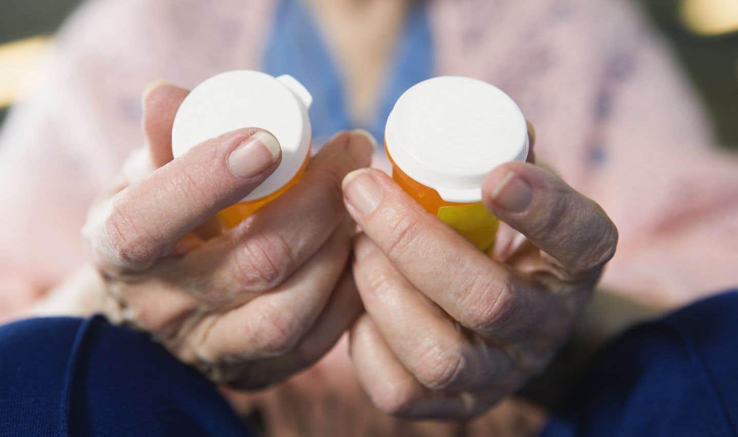 Les Canadiens peuvent en effet être victimes de médicaments trafiqués non seulement sur Internet, mais également dans les pharmacies ayant pignon sur rue.