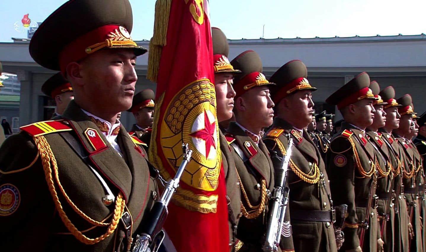 Pyongyang exhibe ses missiles à la veille des JO