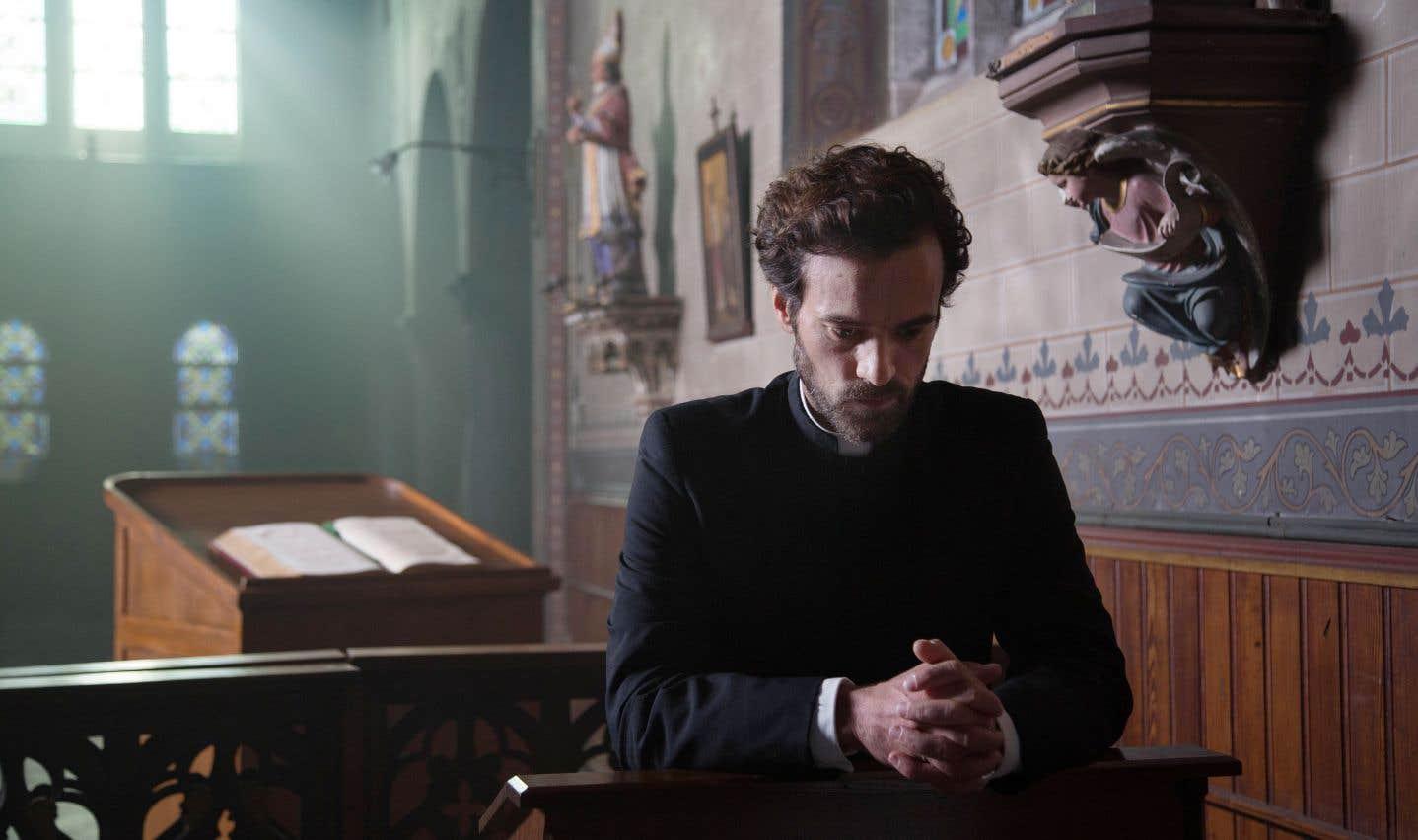 Romain Duris, débonnaire, mais sans excès, interprète le père Morin.